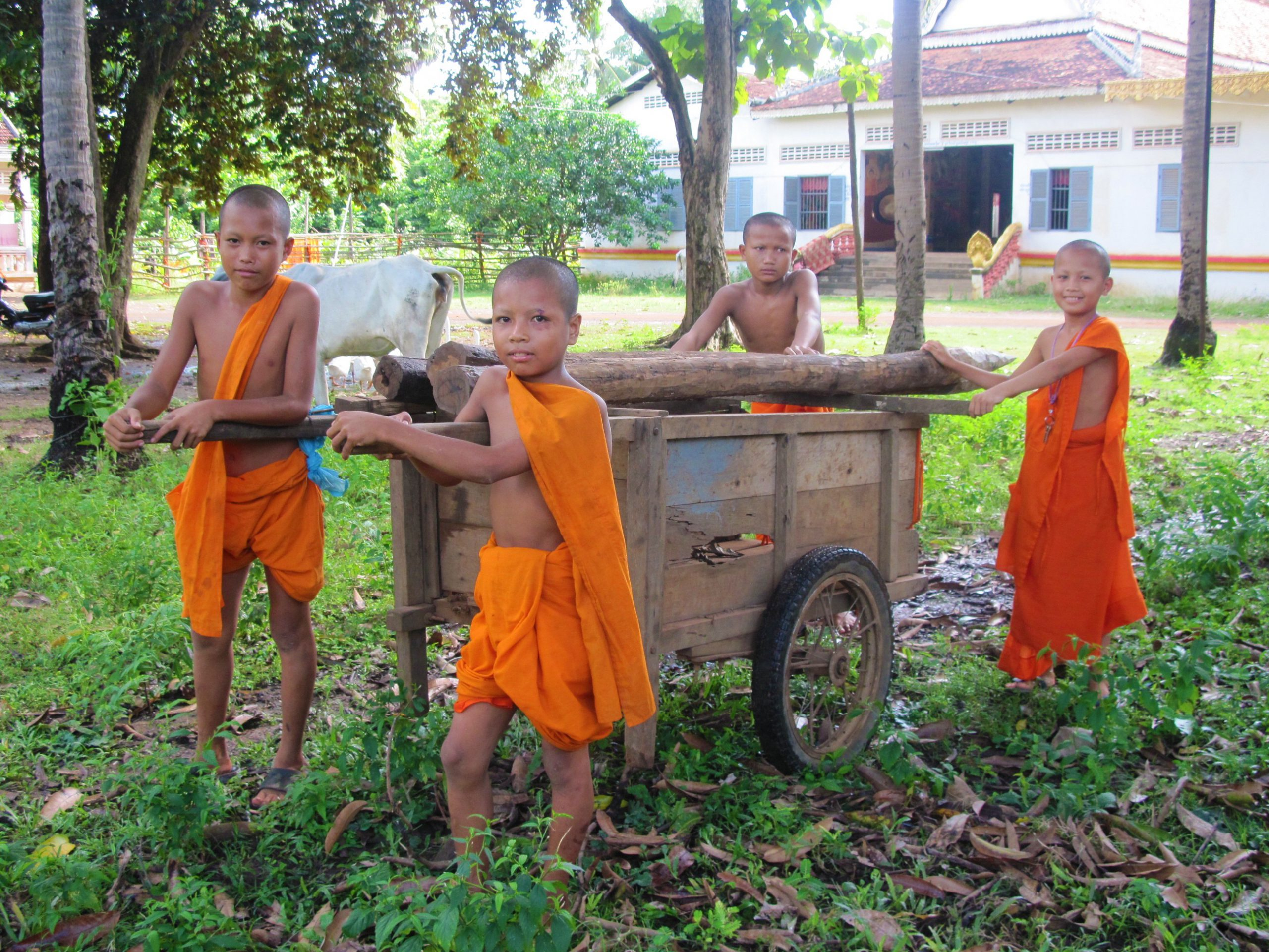 school_expedition_cambodia_impact_children_monks-1