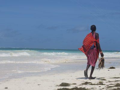 school_expedition_kenya_impact_maasai_on_beach