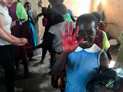 school_expedition_uganda_trek_local_girl