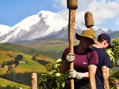 school_expedition_ecuador_scuba_constructing_project-1