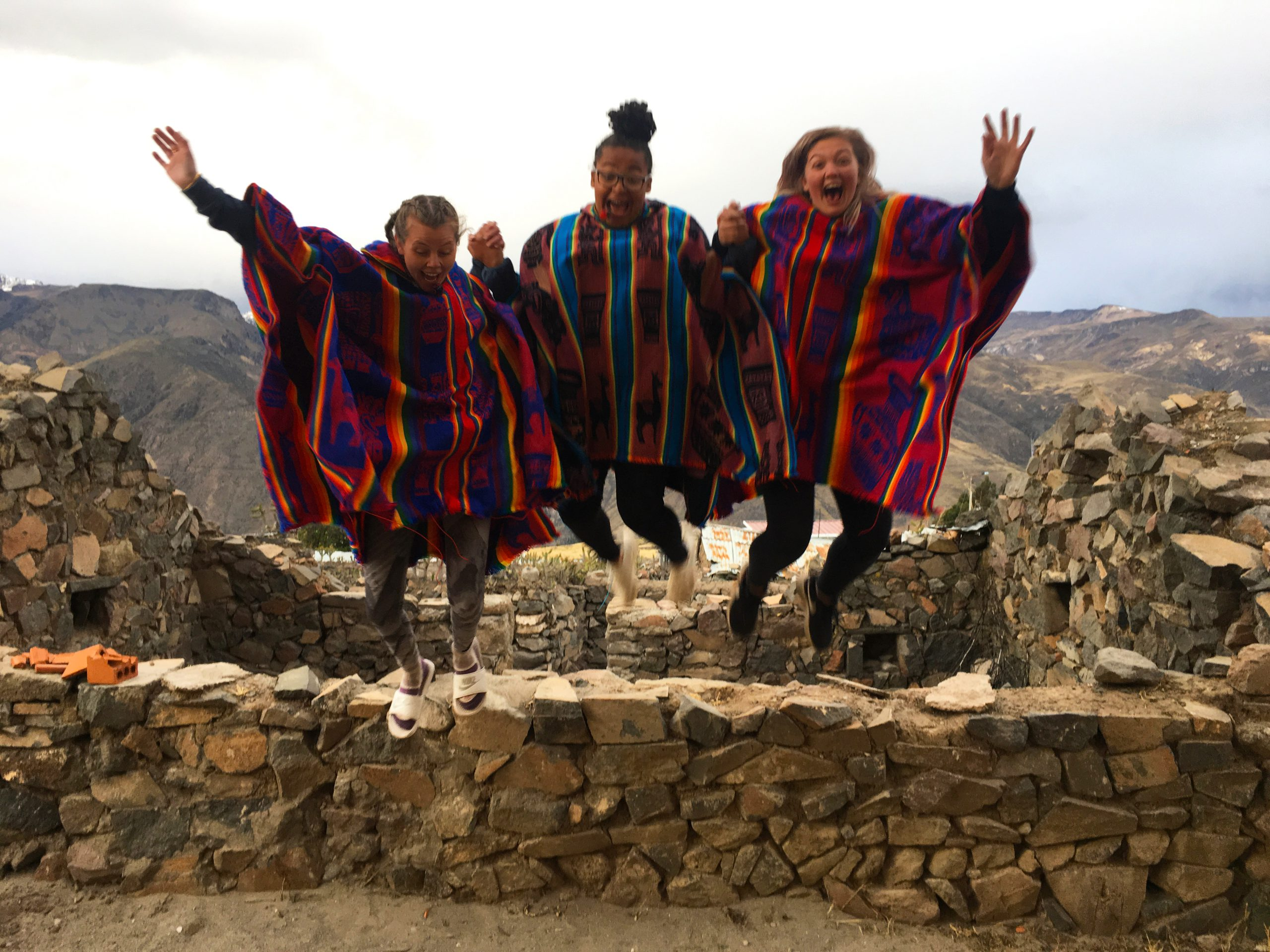 camps_international_students_jumping_in_peru