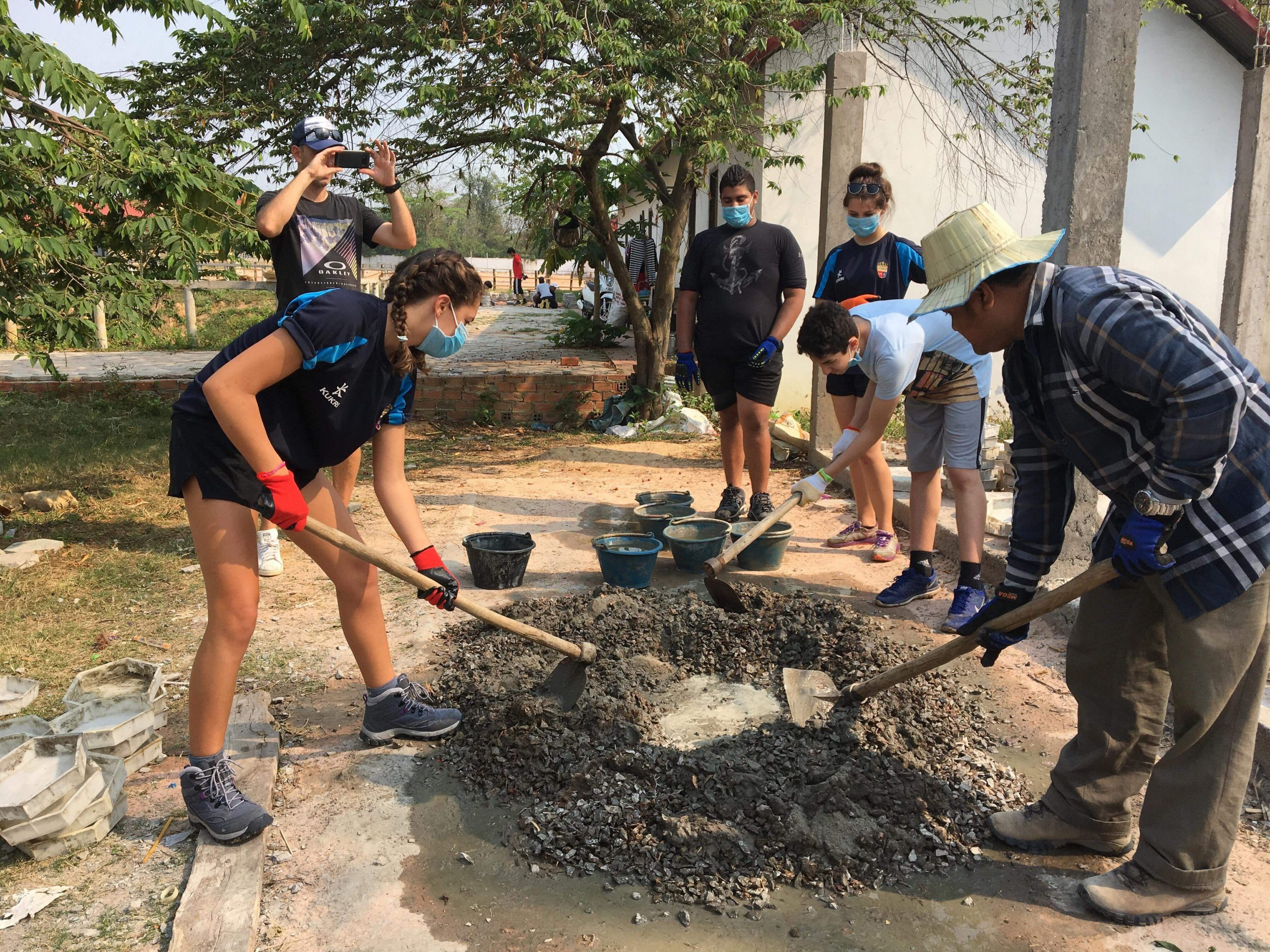 camps_international_involve_local_people_in_projects
