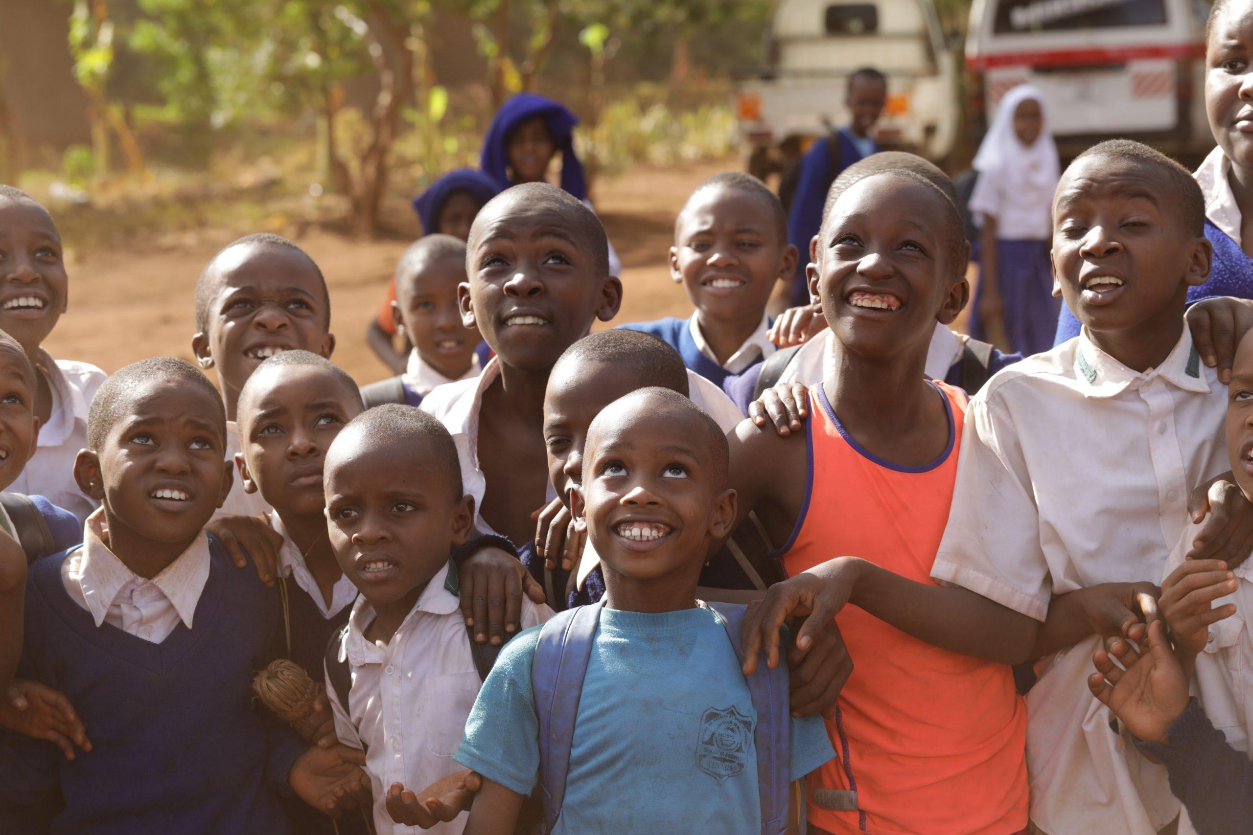 school_expedition_kenya_kilimanjaro_local_children