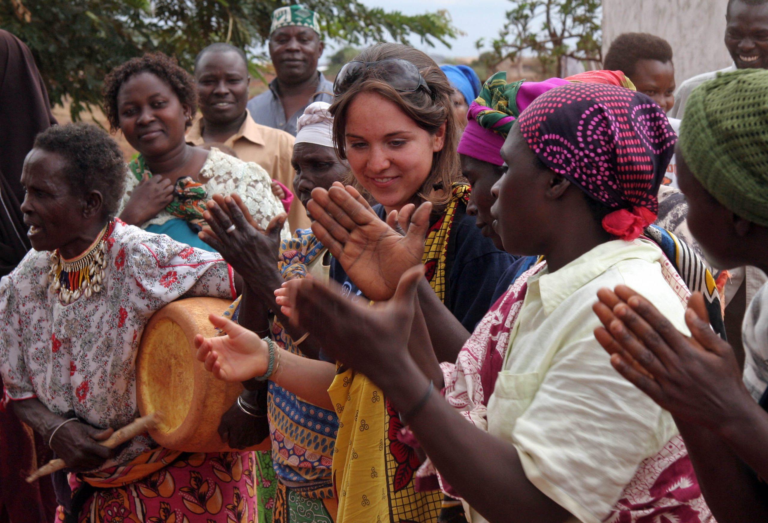 school_expedition_kenya_trek_traditional_music-1