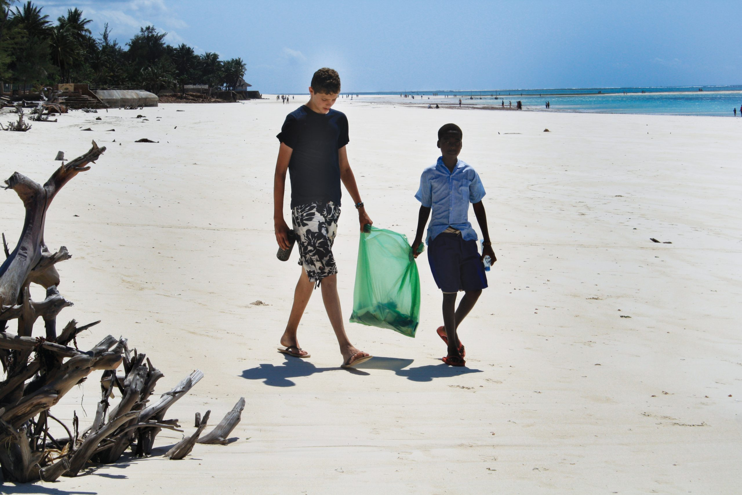 school_expedition_kenya_scuab_beach_clean_up