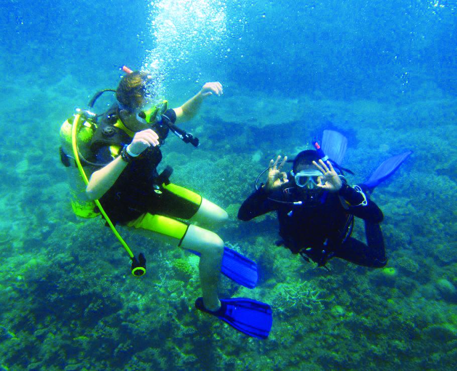school_expedition_tanzania_scuba_divers_underwater