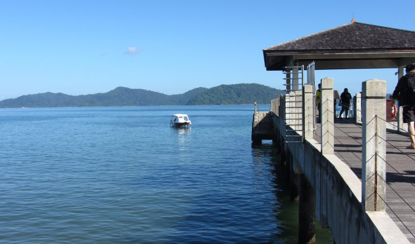 school_expedition_borneo_scuba_dive_island