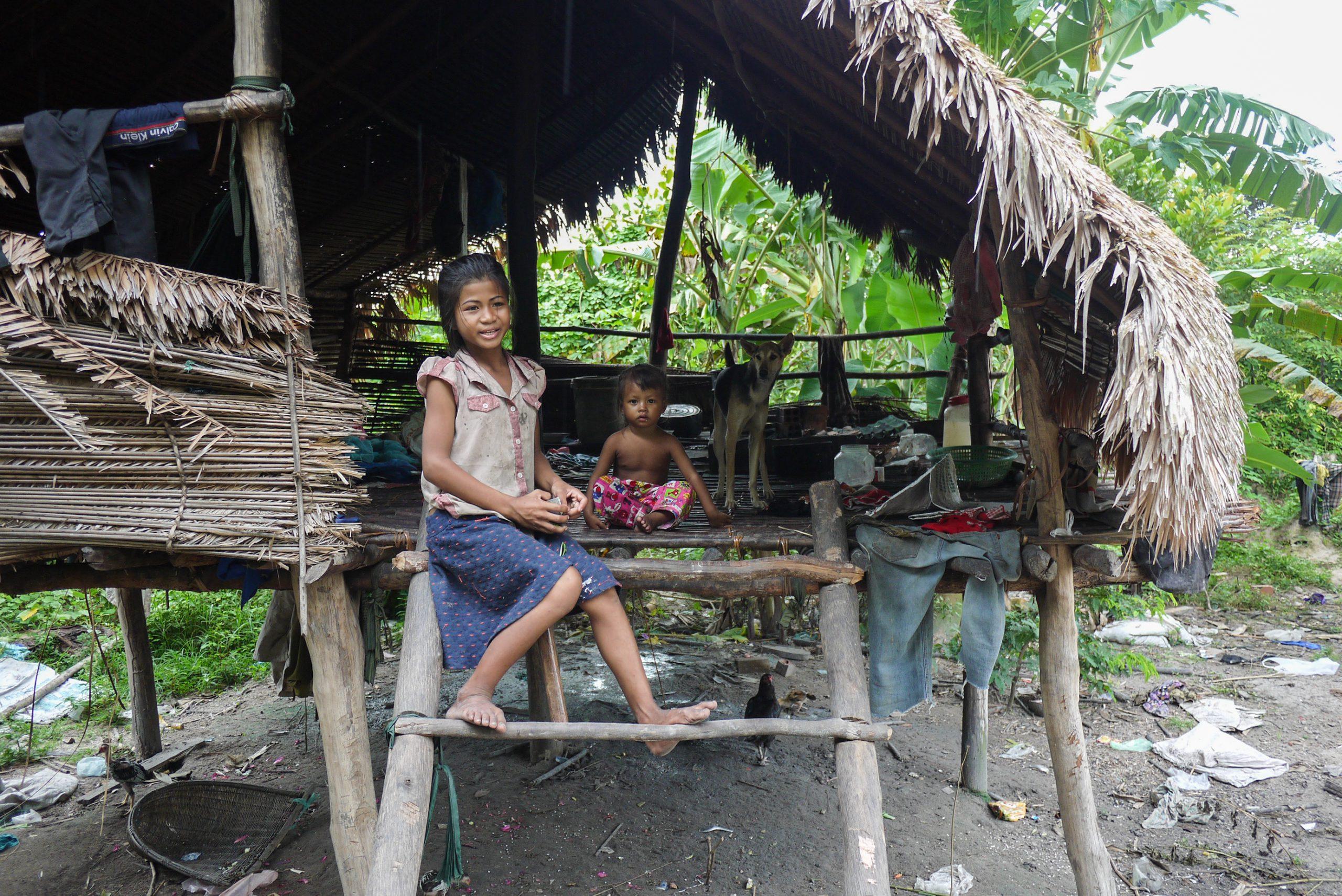 school_expedition_cambodia_trek_local_family
