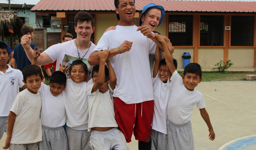 camps_international_making_new_friends_ecuador