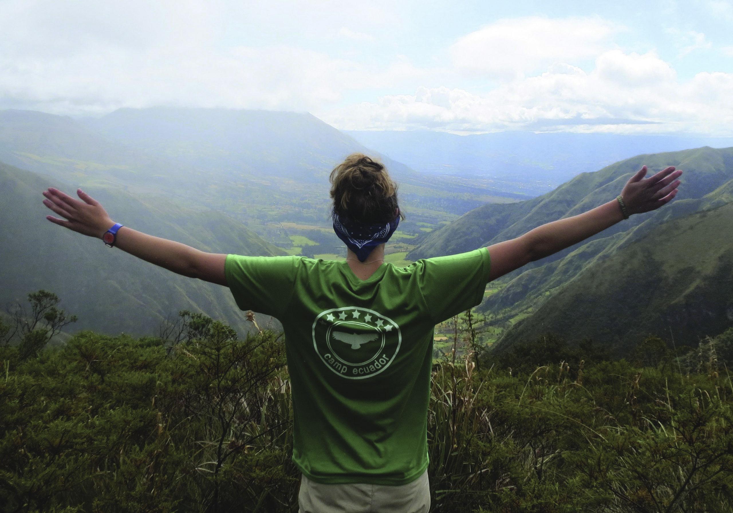 school_expedition_ecuador_trek_view_across_valley-edit