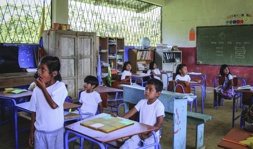 school_expedition_ecuador_scuba_local_classroom-edit
