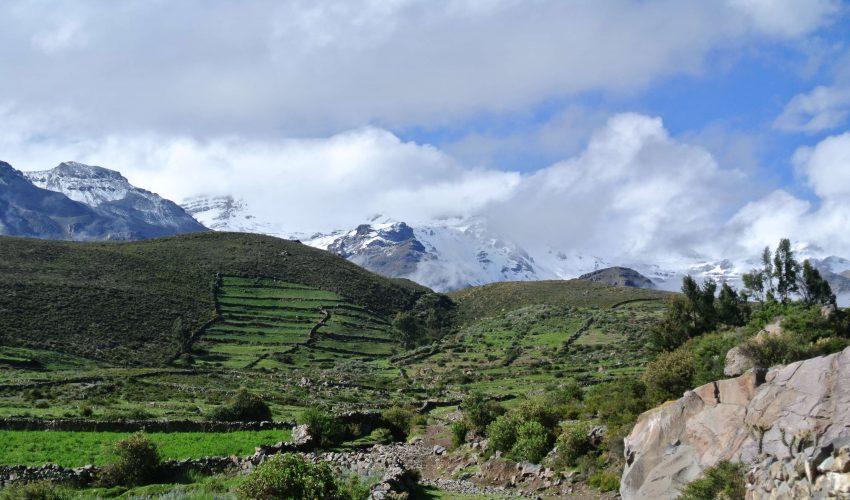 school_expedition_ecuador_scuba_mountain_view