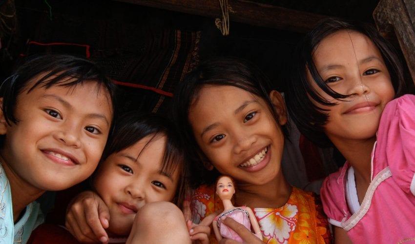 school_expedition_borneo_trek_local_children-2