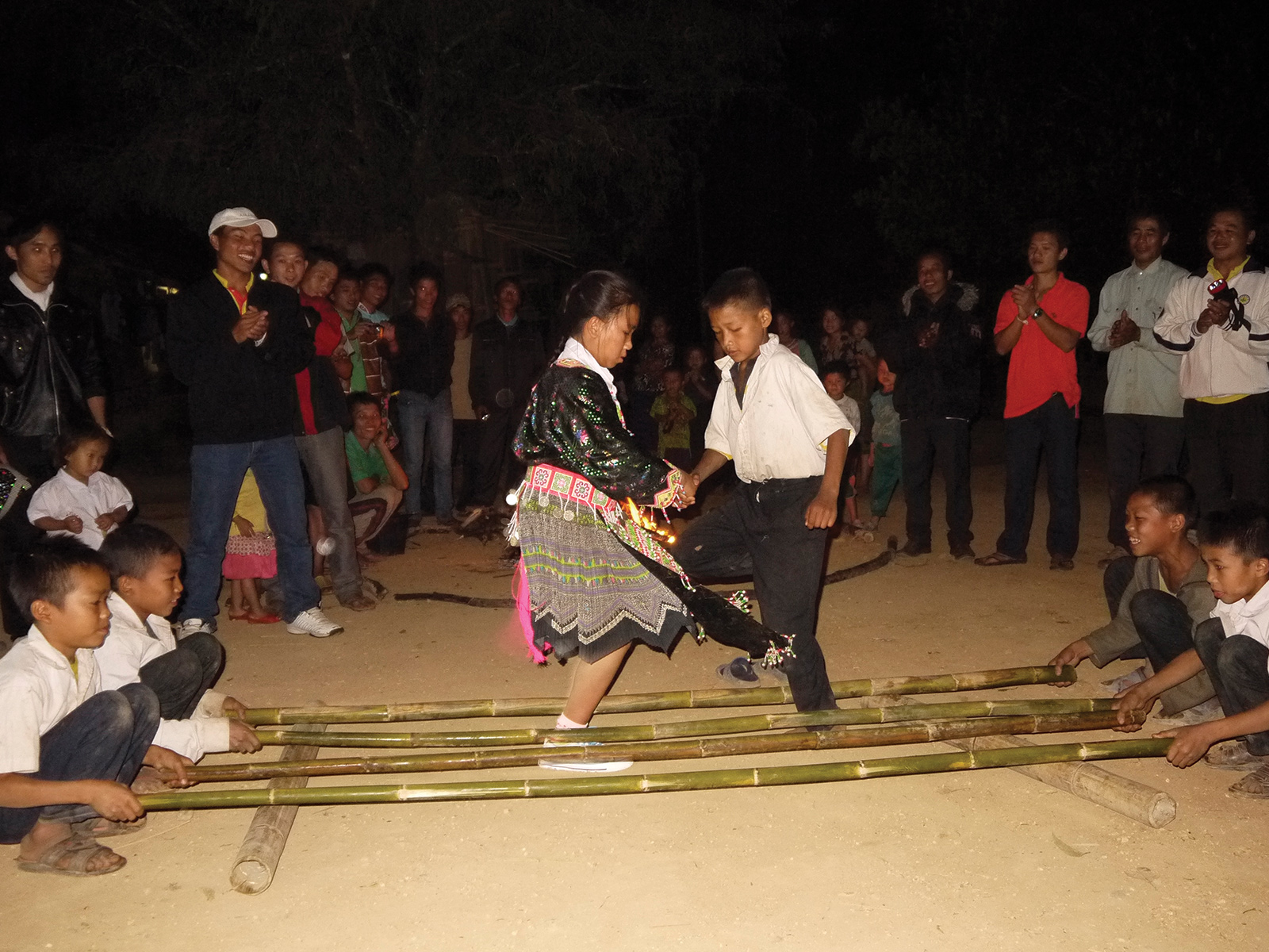 school_expeditions_laos_impact_traditional_dancing