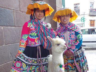 school_expedition_peru_impact_local_ladies_alpaca