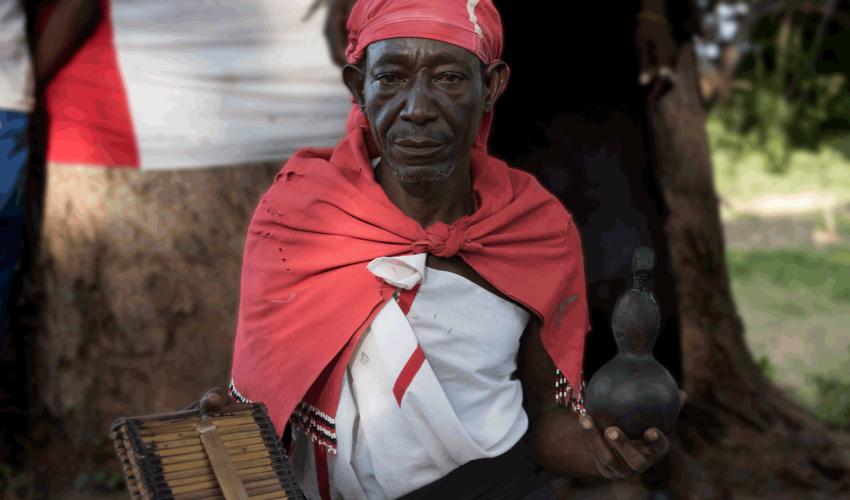 school_expedition_kenya_rws_bush_doctor