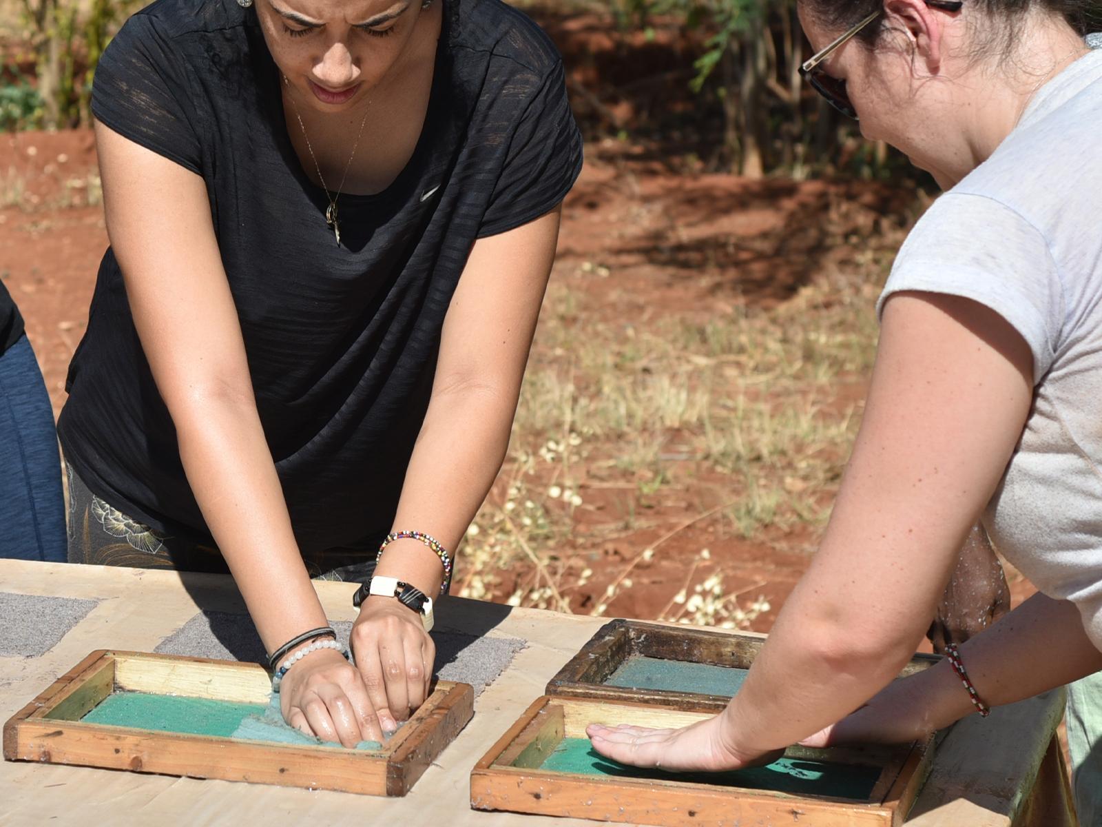 school_expedition_kenya_rws_making_elephant_paper