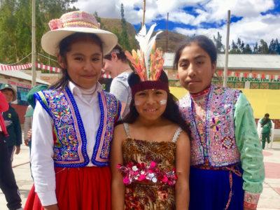 school_expedition_peru_rws_girls_traditional_dress