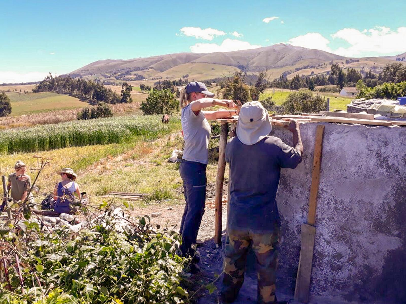 school_expedition_ecuador_rws_project_work_building